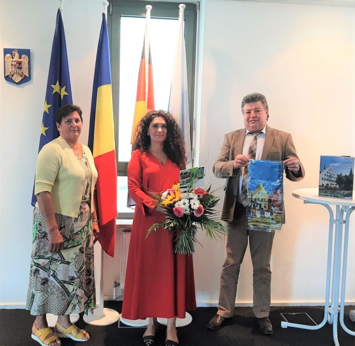 OB Thumann dankt Rumänischer Generalkonsulin Iulia Ramona Chiriac zum Abschied